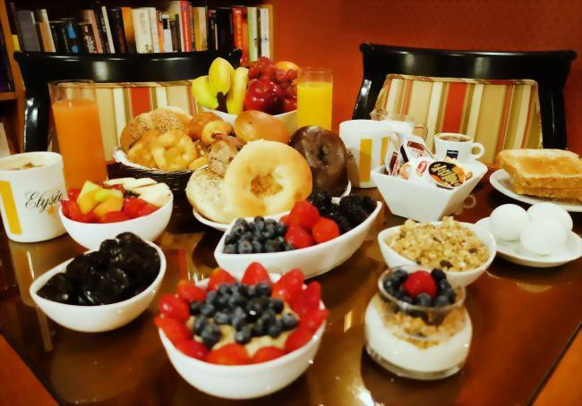 A deluxe continental breakfast is served daily in our Club Room Monday - Friday 7 am - 10:30 am; Saturday & Sunday 7 am - 11 am!