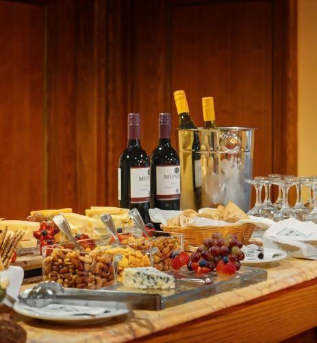 The Hotel Elysee by Library Hotel Collection encourages all of our guests to enjoy a 3 hour wine & hors d'oeuvres reception every evening.