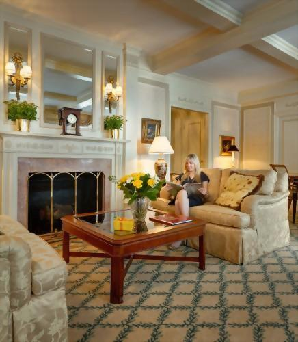 Sit back in the Presidential Suite honoring Vladimir Horowitz and enjoy the faux fireplace before you.  The living room in this suite is so bright and airy as it faces 54th Street.