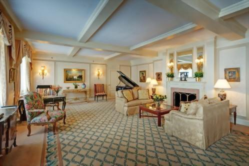 Enjoy Vladimir Horowitz's very own baby grand piano in the living room of the Presidential Suite honoring his namesake.